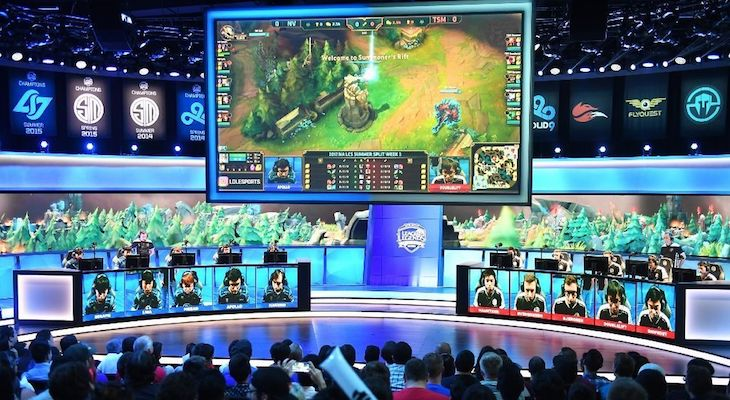 EGAMES, ELEAGUES AND THE ECONOMICS OF MASS SPECTATOR ESPORTS: THIS IS NOT YOUR FATHER'S NFL title=