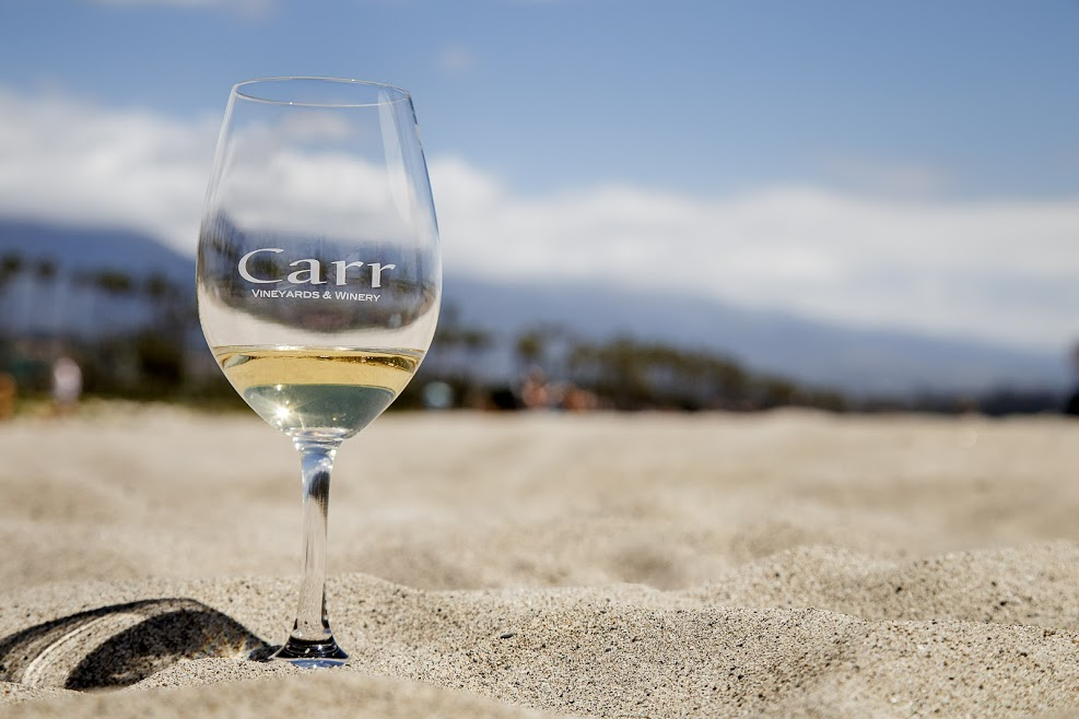 All-Weekend Happy Hour on White Wines title=