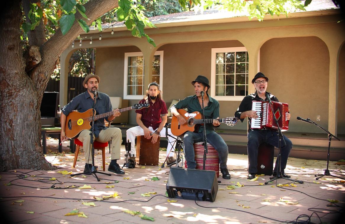 Ritmo y Sonido Latino: Los Pinguos title=
