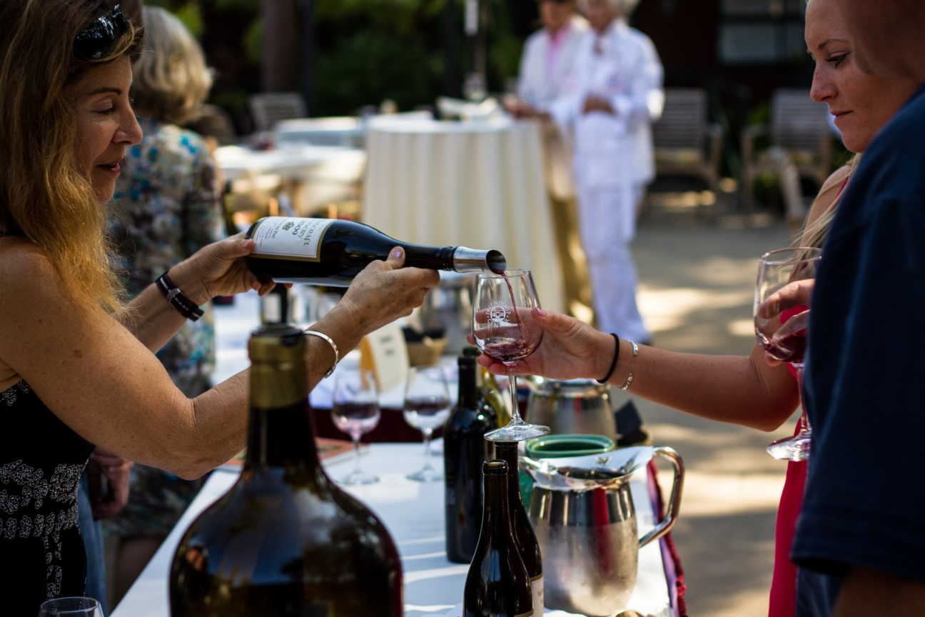 Friendship Center's 8th Annual Wine Down & Big Heart Awards title=