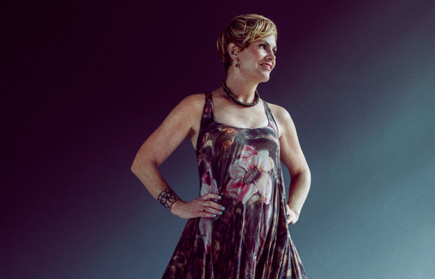 Shawn Colvin and her band title=