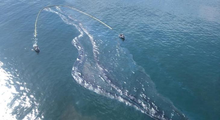 Oil Spill Off Newport Beach title=