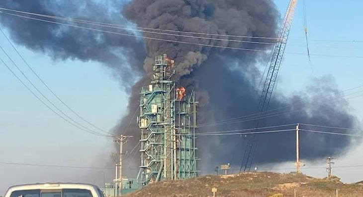 Fire Breaks Out at Vandenberg Space Launch Complex title=