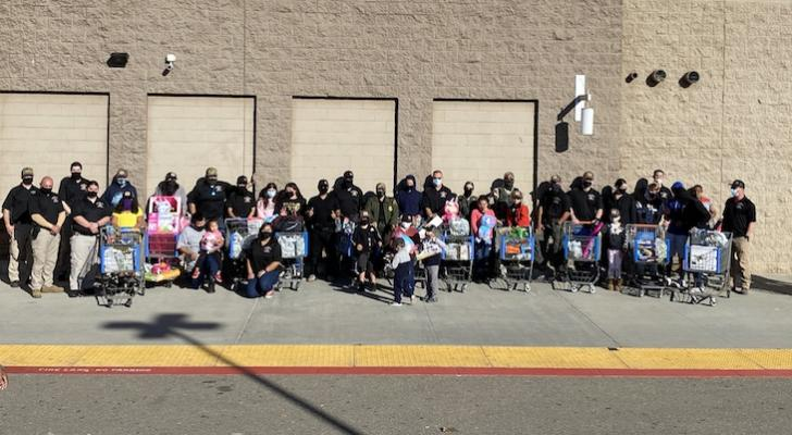 Deputies Participate in Shop with a Cop Event for Local Kids title=