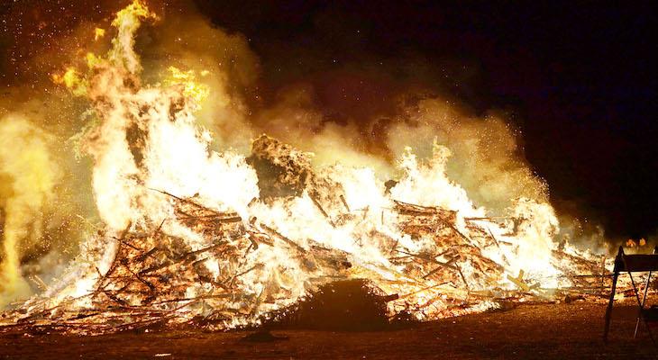 Solvang Christmas Tree Burn title=