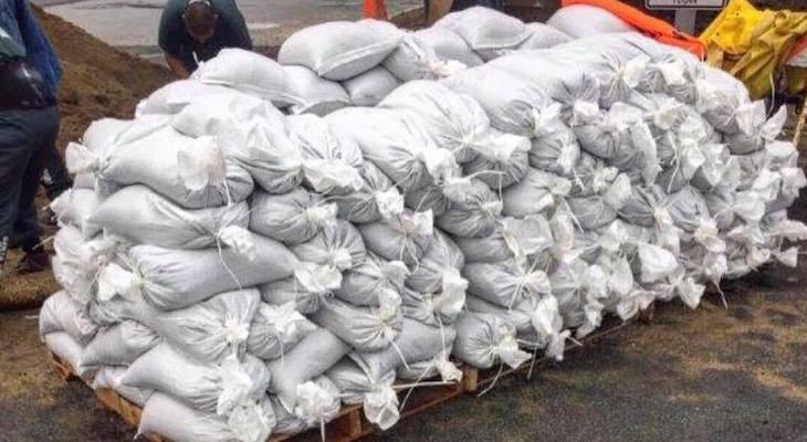 Inmate Work Crews Prep Sandbags
