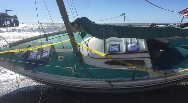 Sheriff's Office Responds to Beached Sailboat title=