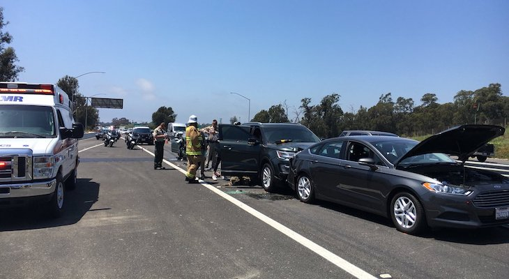 Three-Vehicle Accident on Highway 101 title=