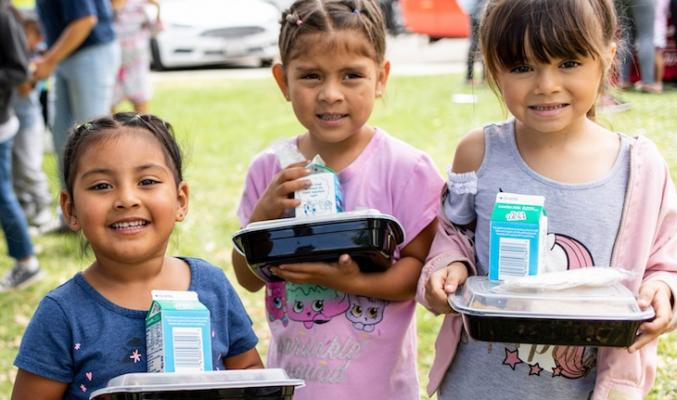 Foodbank's Picnic in the Park Program Give Free Lunches for Children  title=
