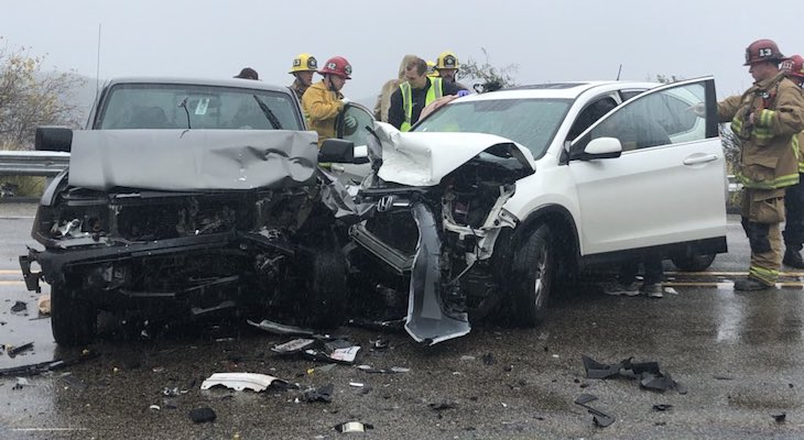 Head-On Traffic Collision Causes Three Injuries title=