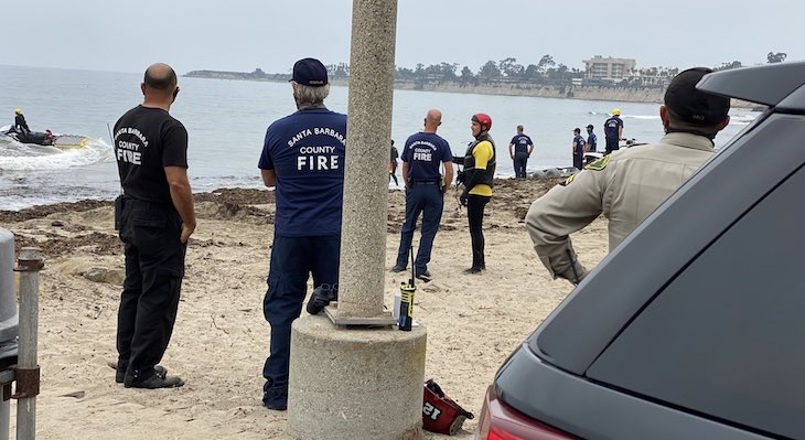 Emergency Responders at Goleta Beach after the report of an airplane crash into the ocean on September 27, 2020 (Photo: Santa Barbara County Sheriff's Office) title=
