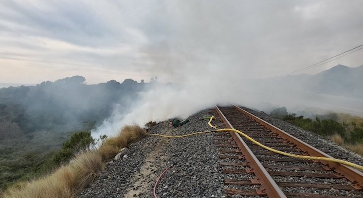 Railroad Closed Due to Gaviota Brush Fire on Thursday title=