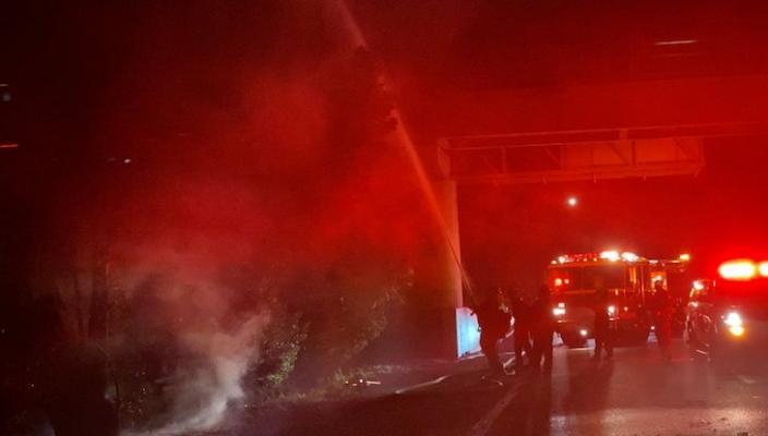 Large Tree Fire on Hwy 101 at Las Positas