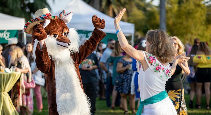 Celebración de los Dignatarios Livens Up the Zoo title=