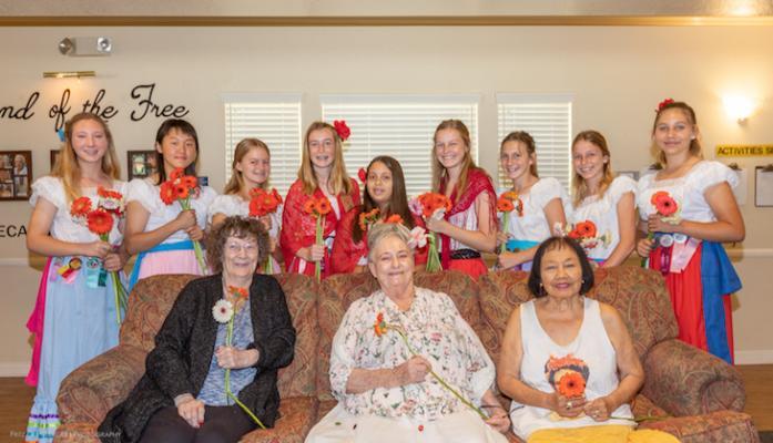 Los Niños de las Flores Visit Retirement Home
