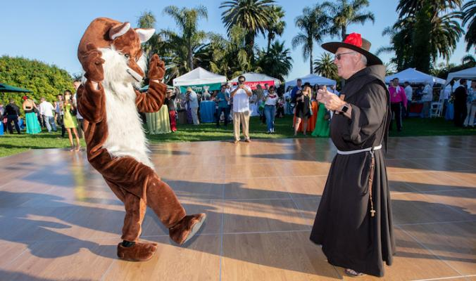 Dignatarios Takes Over Santa Barbara Zoo