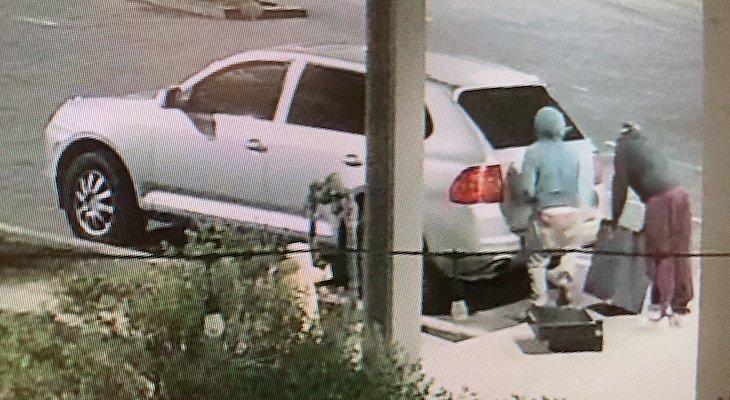 Sheriff's Deputies Investigating Four Burglaries in Acorn Plaza title=