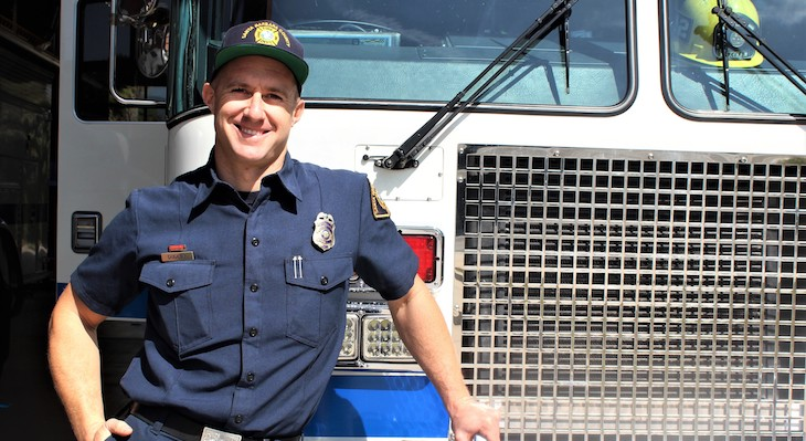 Firefighter Gives Heartfelt Speech at Hospice Event title=