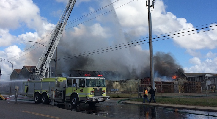 Commercial Building Fire in Santa Maria title=